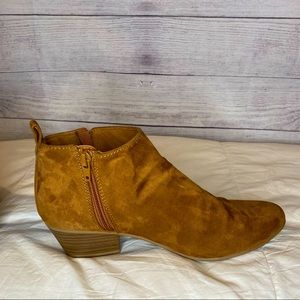 Old Navy Faux Suede Ankle Bootie size 8